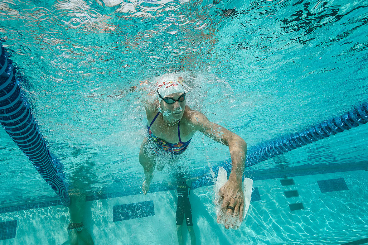 Daniela Ryf beim Pool-Workout im Kona Aquatic-Center