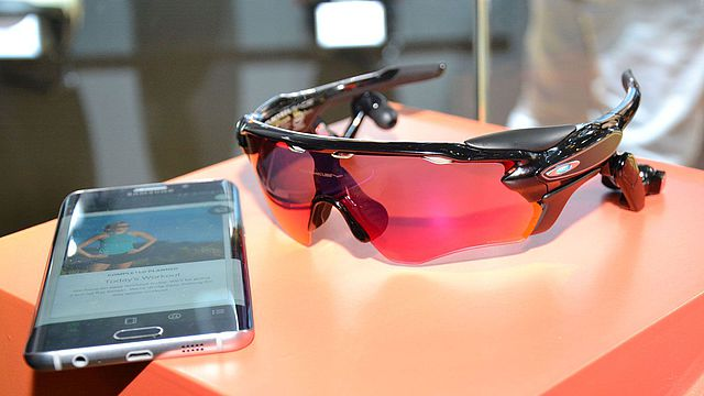 Oakley Radar Pace: Intelligente Coaching-Brille für Ausdauersportler